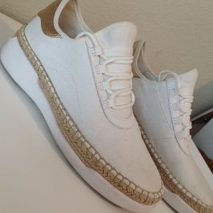 Micheal Kors white pull on sneakers sz 6